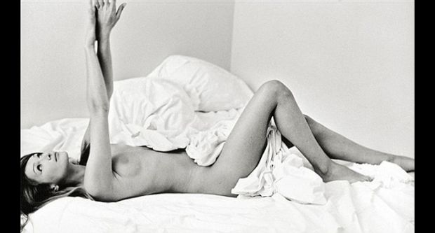 "{B}Foto, asta per ""Carla Bruni a letto""{/B}"
