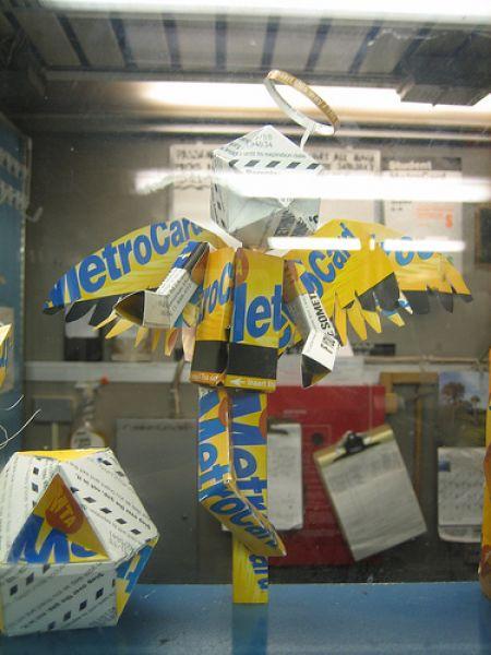 New York, sculture con le tessere del metrò