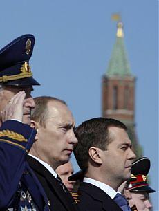 """Lo sfogo di Putin e Medvedev """"Stanchi delle ingerenze Usa"""""""