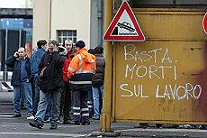 <B>Genova, muore un portuale<br>Sciopero nazionale in banchina </B>