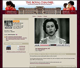 Svolta web a Buckingham Palace<br>la Regina fa gli auguri su YouTube