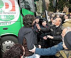 <B>Falla nell'oleodotto di Aviano<br>torna la protesta contro basi Usa</B>