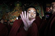 <B>Tibet, manifestazione dei monaci<br>davanti ai giornalisti stranieri</B>
