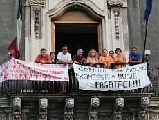 Buio, rifiuti e scuole sfrattate Catania sull'orlo del crac