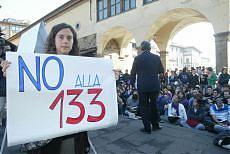Dalle lezioni in strada al web studenti e prof protestano insieme