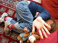 Pedofilia, in manette imprenditore abusi sul figlio di un dipendente