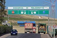 Rifiuti, sigilli dentro la discarica e Roma rischia l'effetto Campania