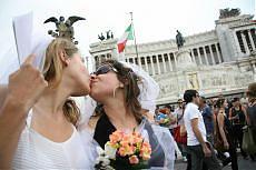 Sabato sit-in delle associazioni gay contro le posizioni del Vaticano