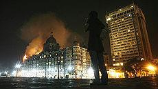 India, caccia agli stranieri oltre 80 morti e ostaggi a Mumbai