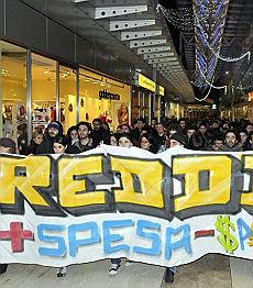 """Povertà, nuovo allarme dall'Istat """"Oltre il 5% fatica a comprare cibo"""""""