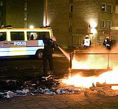 Svezia,  scontri e tensione a Malmoe esplode il quartiere degli immigrati