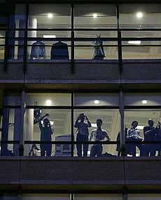 """L'assedio a broker e banchieri """"Noi, in trappola negli uffici"""""""