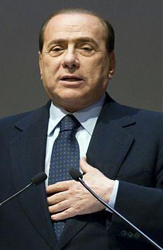 """Berlusconi: """"Giudici eversivi"""" L'Anm: """"Basta insulti e invettive"""""""