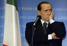 """<b>Napoli, lo sfogo di Berlusconi<br/>""""Fare il premier mi fa schifo""""</b>"""