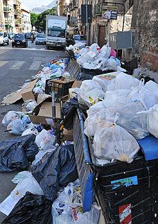 Palermo, caos-rifiuti nelle strade Rissa sfiorata in municipio