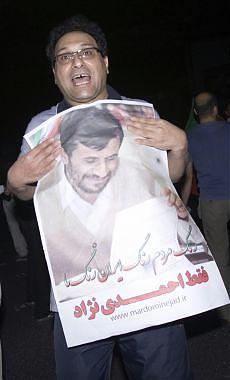 """Iran, Ahmadinejad è presidente Moussavi: """"Una farsa, non mi arrendo"""""""