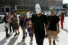 """In piazza giovani, precari e invisibili """"Ma non chiamateci più no global"""""""
