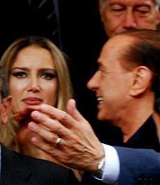 """Dopo Noemi, il 'Barigate' sulla stampa estera Times: """"Quanto tempo può durare Berlusconi?"""""""