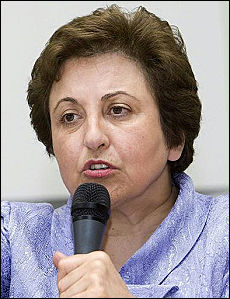 "Iran, arrestata la sorella del Nobel Ebadi Ayatollah: ""A morte capi opposizione"""