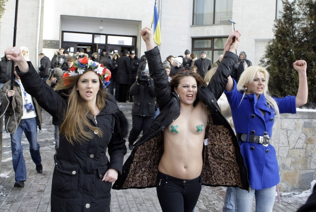 Ucraina al voto, la protesta è in topless