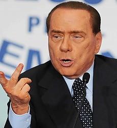 """Berlusconi infiamma la platea del Pdl """"Stanno tentando di  fare una porcheria"""""""