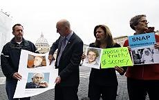 "Pedofilie, nuove accuse al Papa ""Ratzinger coprì un caso in  Florida"""