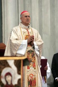 """""""Pedofilia-omosessualità"""", scontro Bertone-gay Scritte oscene sulla casa natale del Papa"""