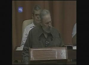 Il ritorno di Fidel Castro in Parlamento in camicia verde