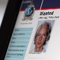 """Assange accusato di rapporti senza condom Il legale: """"A rischio reputazione della Svezia"""""""