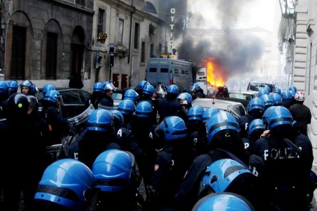 Roma, gli scontri con la polizia / 3