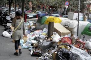 """Raccolta dei rifiuti, un paradosso """"Meno funziona e più costa"""""""