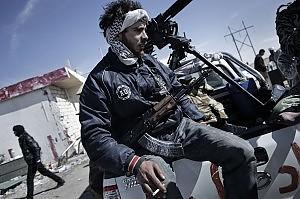 """Gheddafi avanza, ribelli in fuga """"Abbiamo ripulito Brega"""""""