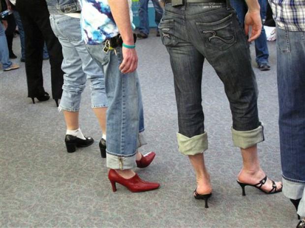 Uomini sui tacchi: stop alla violenza sulle donne