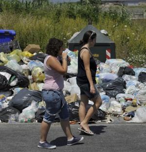 """Rifiuti, sì al decreto ma Lega vota contro  Bossi: """"Nord non prenderà rifiuti"""""""