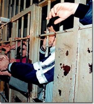 """Protestano i direttori dei penitenziari italiani  """"Le celle non sono 'discariche' sociali"""""""