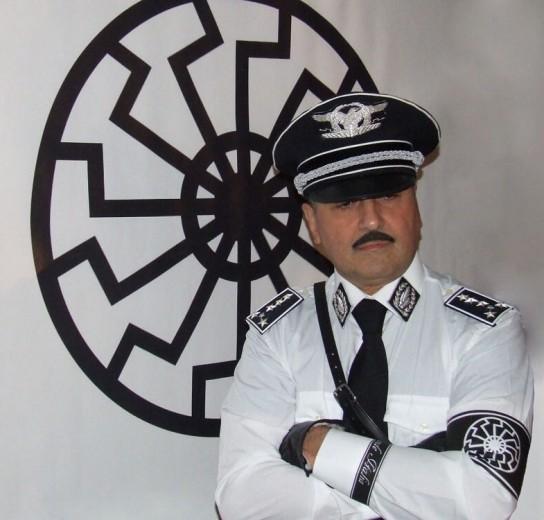 Camicia bianca e sole nero, i simboli nazi dei nazionalisti