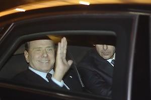 """Silvio Berlusconi si è dimesso la piazza in festa grida: """"Buffone"""""""
