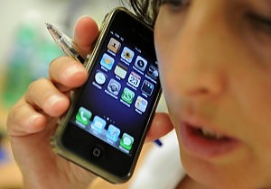"""Smartphone, il punto debole """"La batteria dura troppo poco"""""""