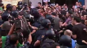 Spagna, indignados in piazza contro austerity Disordini e scontri con la polizia, sei arresti