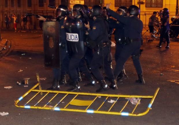 Scontri in piazza a Madrid contro il rigore