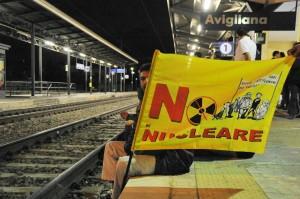 Treno di scorie nucleari in Val di Susa polizia sventa i blocchi dei No tav