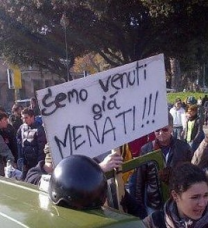 Scuola, proteste in tutta Italia. A Roma cortei pacifici