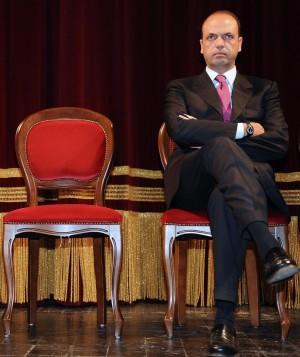 """Alfano, ultimo appello a Berlusconi:  """"Silvio rinnovi con noi il Pdl"""""""