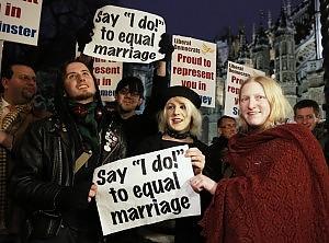 """Londra, primo sì del Parlamento a nozze gay Cameron: """"La nostra società sarà più forte"""""""