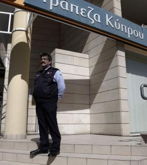 """Guardie armate per la riapertura delle banche. La Ue: """"Sette giorni di misure speciali a Cipro"""""""