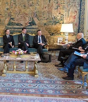 """In carica i dieci saggi di Napolitano: """"8-10 giorni di tempo, mi dispiace assenza donne"""""""