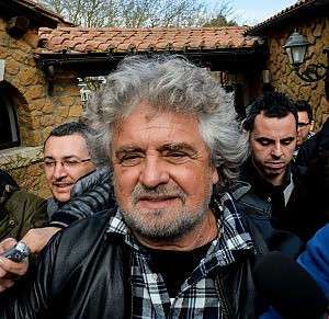 """Grillo shock su Mps: """"Rossi l'hanno buttato dalla finestra e non sarà l'ultimo"""""""