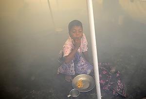 Ciclone, evacuazione di massa in Bangladesh. Naufragio con decine di vittime in Birmania
