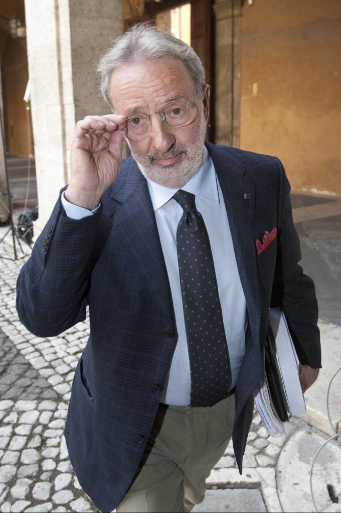"""In Giunta spunta il """"lodo"""" Buemi. Berlusconi decaduto, ma non per la Severino"""