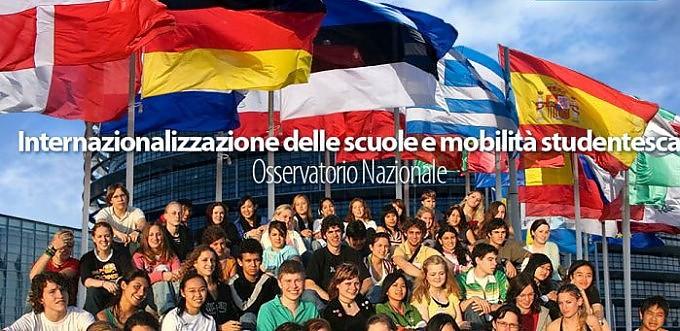"""""""I ragazzi italiani così chiusi al mondo"""". Più della metà teme rapporti con l'estero"""